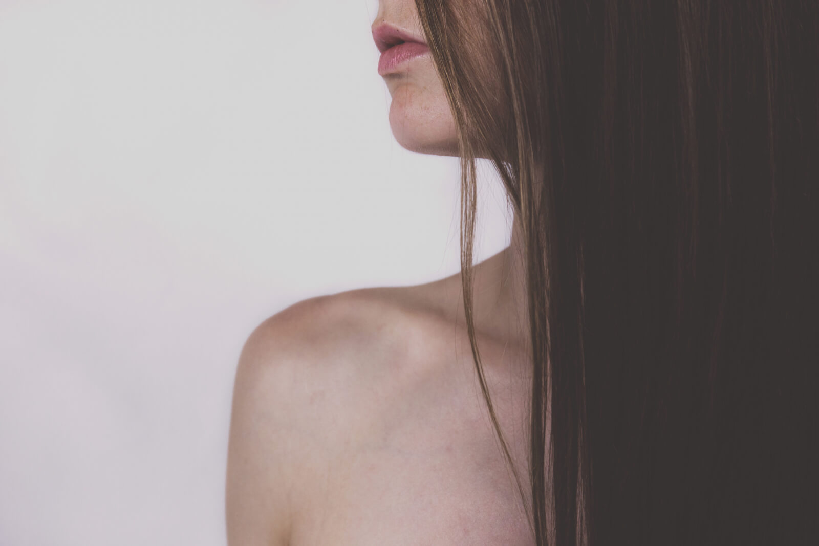neck-decollete-abloomnova.net_-1600x1067 The benefits of professional skincare treatments?